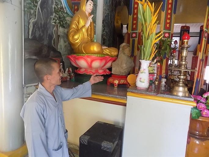 Một trong những pho tượng Phật lồi đang được thờ phụng ở chùa
