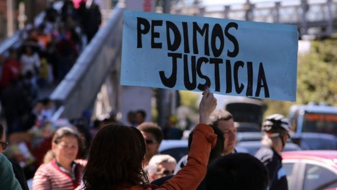 Biểu tình đòi công bằng cho nạn nhân. Ảnh: EPA