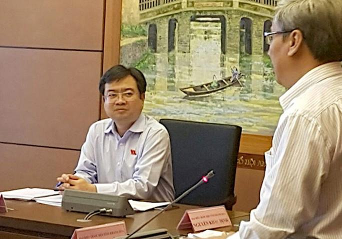 Ông Nguyễn Thanh Nghị (trái, Bí thư Tỉnh ủy Kiên Giang) và ông Lê Xuân Thân (Phó chủ tịch HĐND tỉnh Khánh Hòa). Ảnh: Kiên Trung