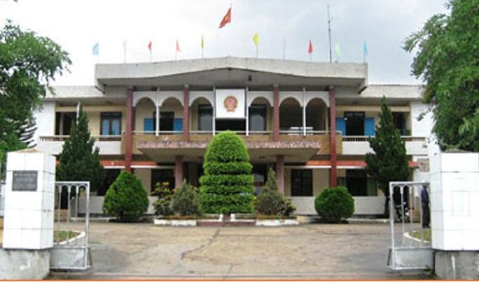 Trụ sở UBND huyện Quảng Ninh, nơi bà Xinh đang công tác