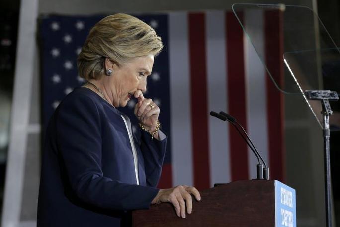 Bà Hillary Clinton phát biểu tại một cuộc mít-tinh ở TP Pittsburgh, bang Pennsylvania hôm 4-11 Ảnh: REUTERS