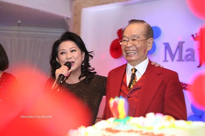 Ca sĩ Trang Thanh Lan chúc mừng sinh nhật 89 tuổi danh hài Văn Chung