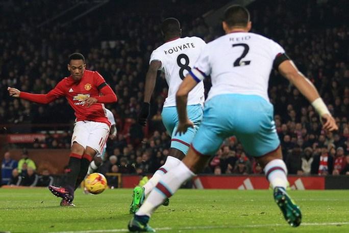 Man United lục đục, cầu thủ công khai bật Mourinho - Ảnh 3.
