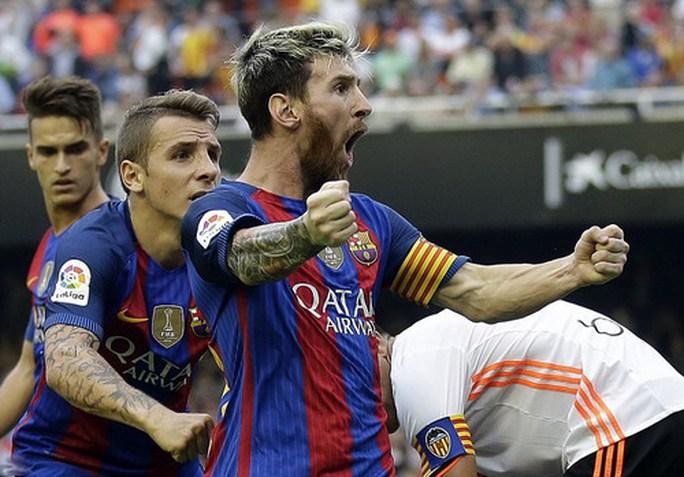 Sốc với hợp đồng 626 triệu bảng Messi tái ký cùng Barcelona - Ảnh 3.