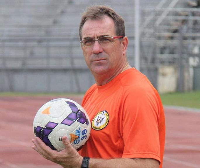HLV Albert Roberts chính là người sẽ thay thế HLV Riedl ngay sau AFF Cup 2016