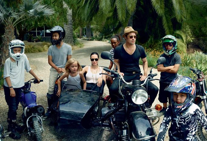 Angelina Jolie, Brad Pitt và các con hạnh phúc trước khi tan vỡ