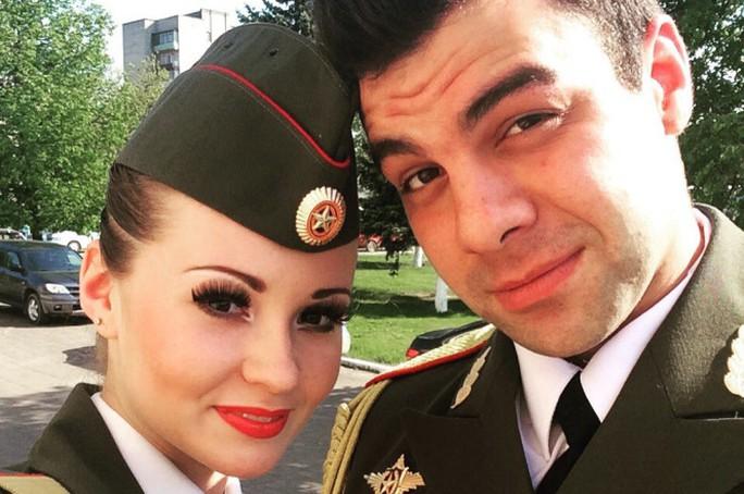 Ralina Gilmanova (trái) và vị hôn phu Mikhail Vasin. Ảnh: Vk.com