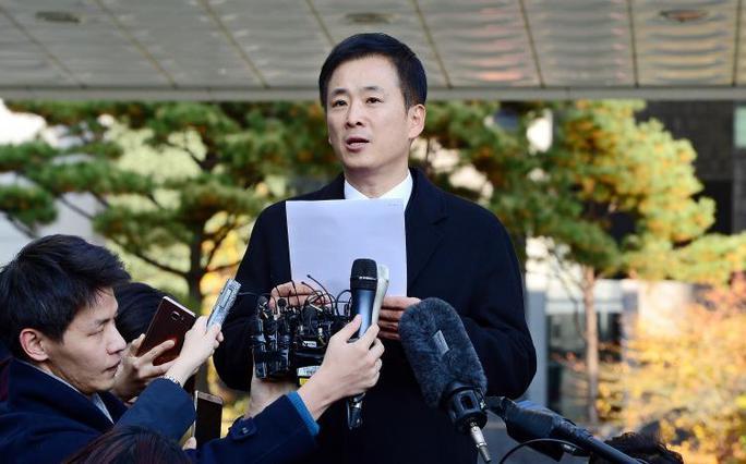 Luật sư Yoo Yeong-ha, người được mệnh danh là Giáp chống đạncủa bà Park. Ảnh: Reuters