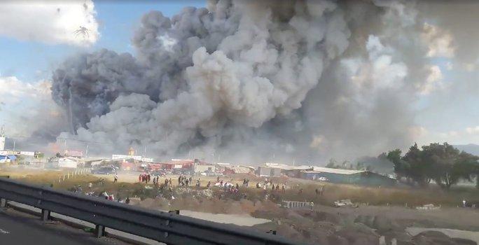 Báo El Universal tả đám khói đó trải rộng hơn 1.000 m vuông. Ảnh: FACEBOOK