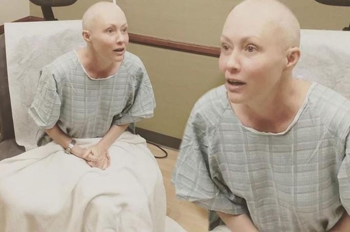 Nữ diễn viên Shannen Doherty bắt đầu tiến trình xạ trị