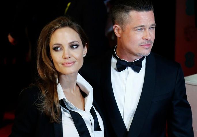 Angelina tổ chức cho Brad Pitt gặp con