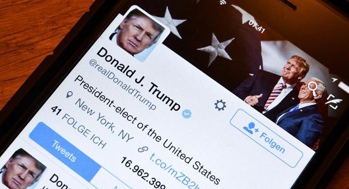 Tài khoản trên Twitter của ông Donald Trump Ảnh: AP