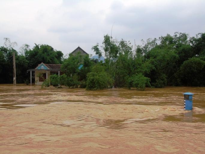 Nước sông Gianh tại Tuyên Hóa vẫn ở mức cao và chảy rất xiết