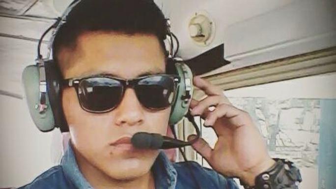 Nhân viên kỹ thuật đội bay Erwin Tumiri