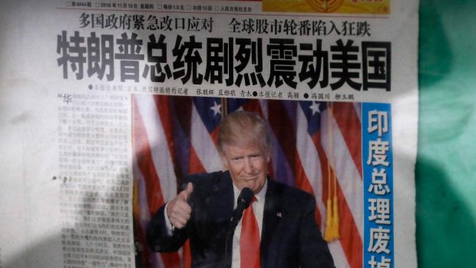 Thông tin ông Donald Trump đắc cử tổng thống Mỹ trên một tờ báo Trung Quốc. Ảnh: AP