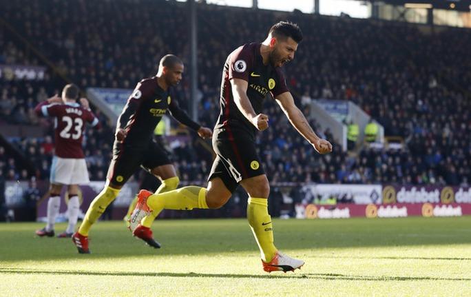 Man City và Liverpool cùng thắng, Leicester bị cầm chân