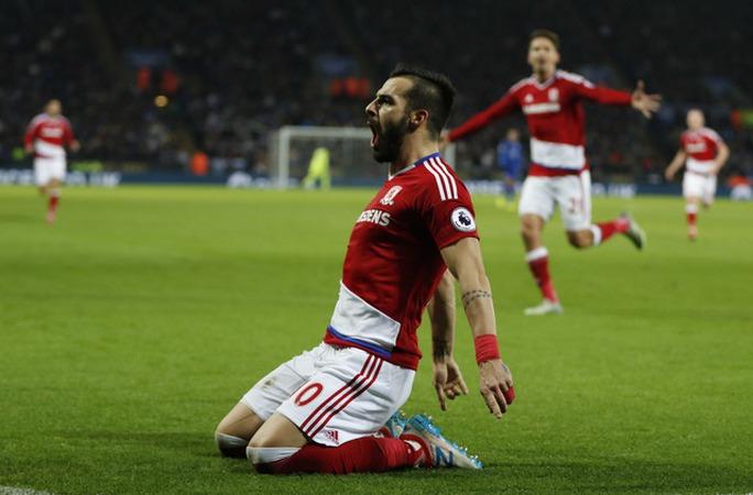 Negredo của Middlesbrough ăn mừng khi ghi bàn vào lưới Leicester