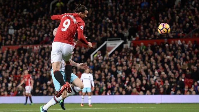 Ibrahimovic ghi bàn nhưng không thể cứu M.U