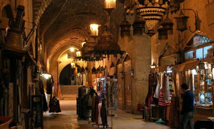 Người dân tại khu chợ Khan al-Shounah, Aleppo ngày 11-12-2009. Ảnh: Reuters