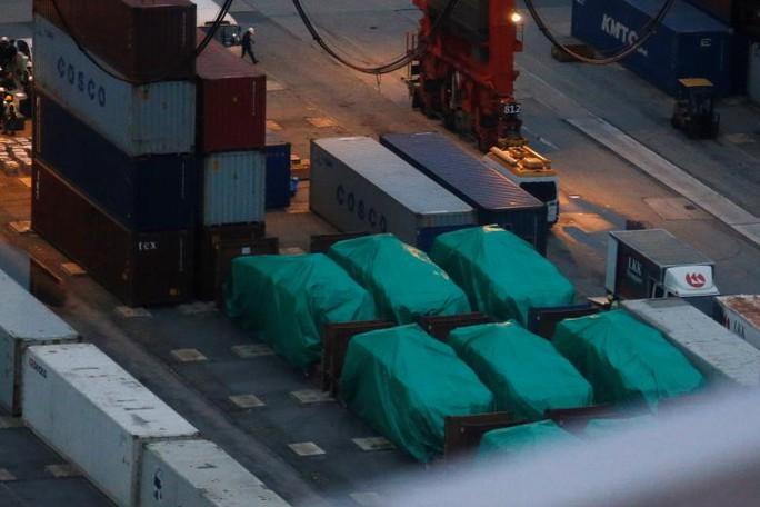 9 xe bọc thép của Singapore bị thu giữ tại Hồng Kông. Ảnh: Reuters