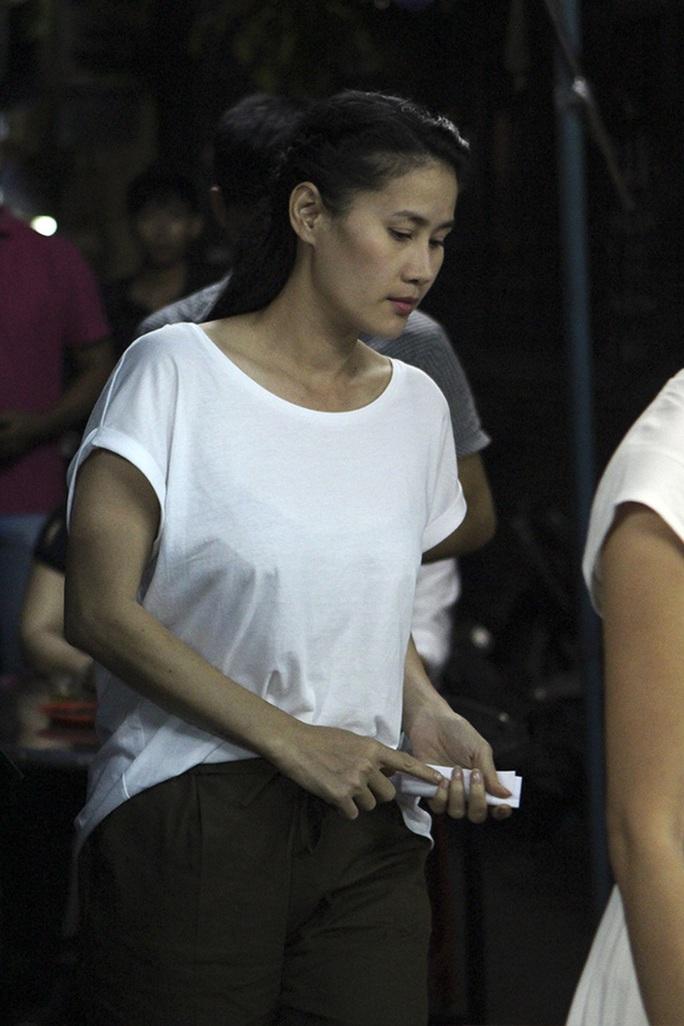 Người mẫu, diễn viên Thân Thúy Hà tại lễ viếng