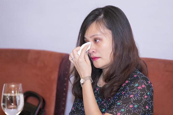 Con gái nhạc sĩ Thanh Tùng khóc nghẹn khi nhớ về cha trong buổi gặp gỡ báo chí