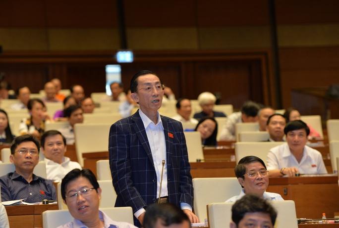 Đại biểu Trần Hoàng Ngân (TP HCM) mong Thủ tướng có giải pháp để đạt mục tiêu, tốc độ tăng trưởng kinh tế Ảnh: NGUYỄN NAM
