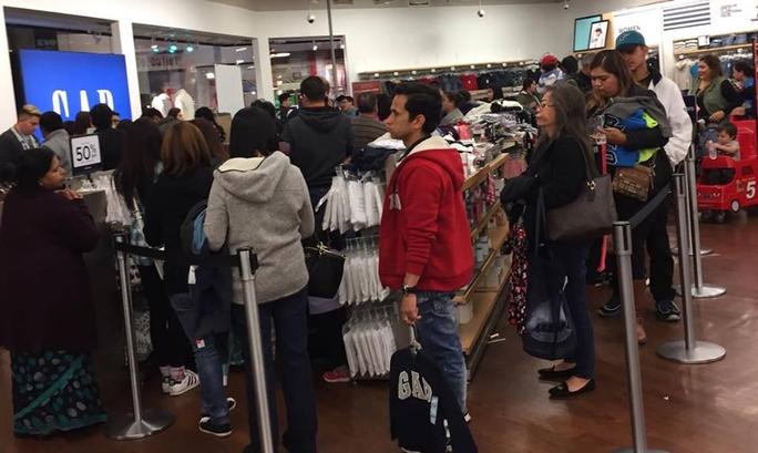Người dân tranh thủ mua sắm nhân dịp đón Giáng sinh tại Mỹ