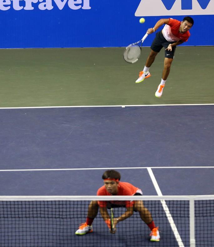 Vào vòng 2 đôi nam và đơn nam ở 1 giải thuộc hệ thống Challenger như Vietnam Open 2016 là thành công với Hoàng Nam (phải)