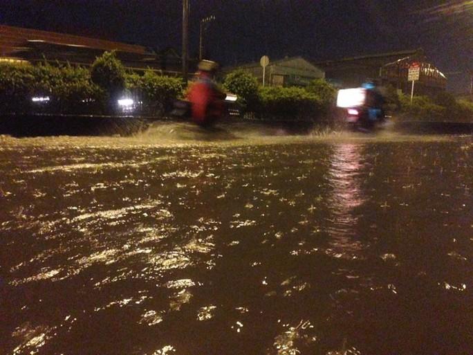 Nhiều tuyến đường ở phường Hiệp Bình Phước, quận Thủ Đức không còn dành cho xe cộ lưu thông, vì lỡ chạy qua là xe bị chết máy ngay lập tức