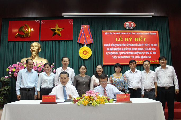 Quang cảnh lễ ký kết quy chế phối hợp giữa Quận ủy Bình Tân với Đảng ủy các KCX-KCN TP HCM