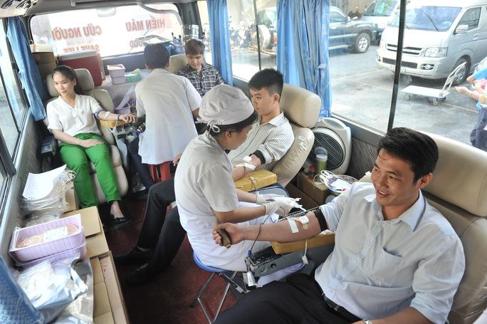 Cán bộ, CNVC-LĐ VRG tham gia hiến máu nhân đạo Ảnh: Phan Thắng