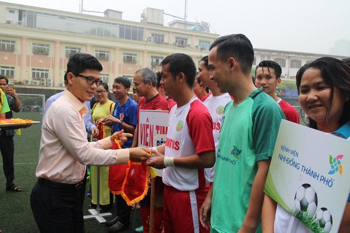 Các VĐV tham gia giải bóng đá ngành Y tế TP HCM năm 2016