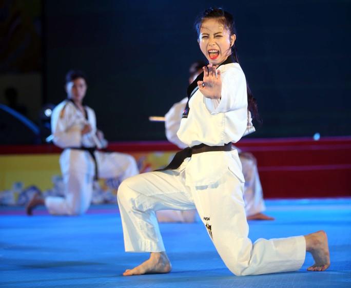 Hotgirl Châu Tuyết Vân, một trong những VĐV nhiều HCV quyền của Taekwondo Việt Nam
