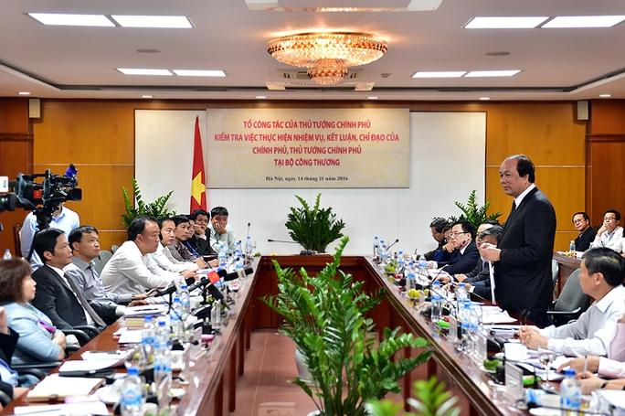 Tổ Công tác của Thủ tướng Chính phủ do Bộ trưởng, Chủ nhiệm Văn phòng Chính phủ Mai Tiến Dũng, Tổ trưởng, dần đầu làm việc với Bộ Công Thương ngày 14-11 vừa qua - Ảnh: VGP