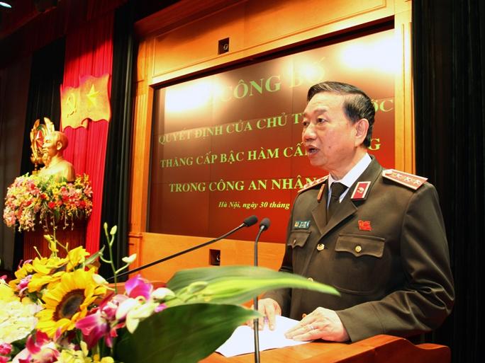 Bộ trưởng Tô Lâm bày tỏ tin tưởng những sĩ quan công an được thăng cấp bậc hàm cấp Tướng, không ngừng nỗ lực phấn đấu, đề cao tinh thần trách nhiệm
