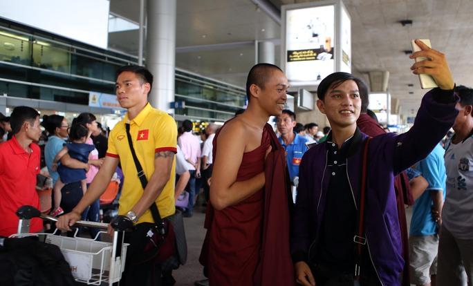 Công Vinh và tuyển Việt Nam được chào đón nồng nhiệt