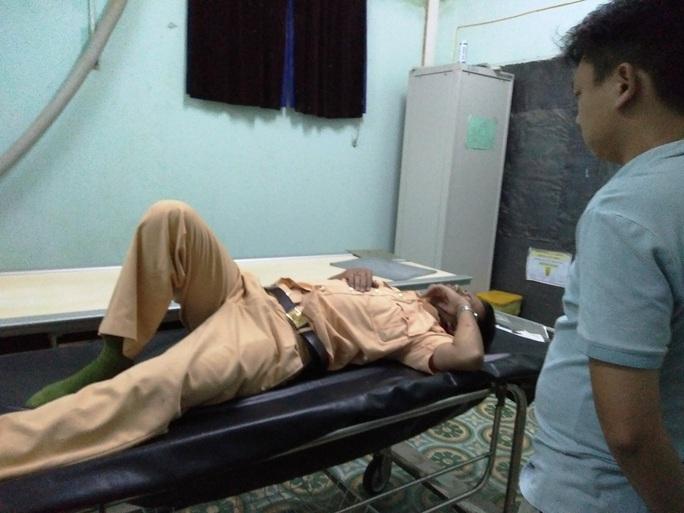 Chiến sĩ Phạm Văn Sang được cấp cứu tại bệnh viện