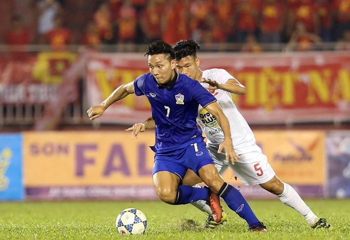 Trung vệ Đông Triều thi đấu cực kỳ xông xáo trong trận gặp Thái Lan