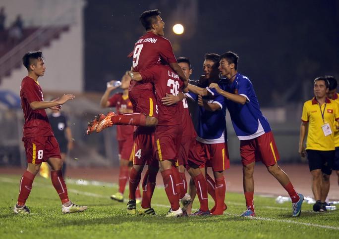 Niềm vui của U21 Việt Nam không kéo dài được lâu khi để U21 Myanmar gỡ hòa 1-1 ở những giây cuối Ảnh: Quang Liêm