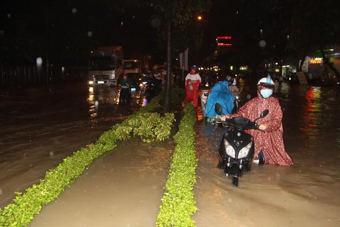 Những trận mưa vào buổi chiều những ngày qua khiến giao thông TP Biên Hòa rối loạn.