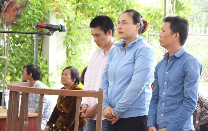 Các bị cáo tại phiên tòa lưu động tại Nhà văn hóa cộng đồng phường Tân Phong, TP Biên Hòa