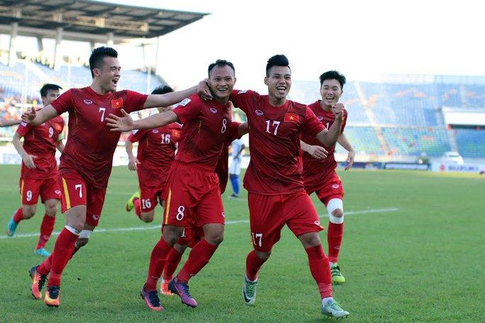Tăng 7 bậc nhưng Việt Nam lại bị Thái Lan đuổi kịp trên BXH FIFA