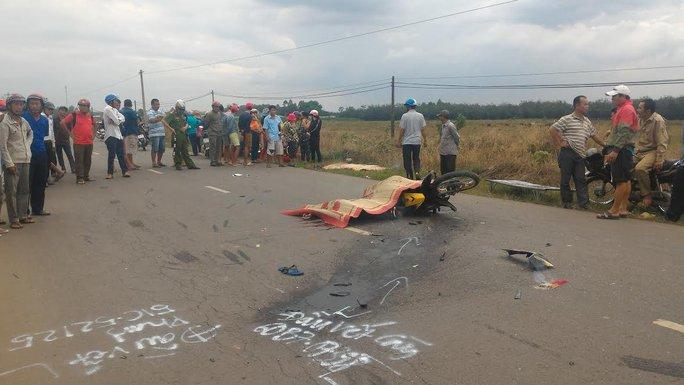 Tai nạn khiến 2 thanh niên tử vong tại chỗ, xe máy biến dạng