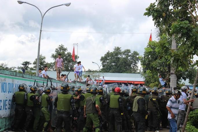 Hơn 200 cảnh sát đã được điều đến kiểm soát tình hình tại trung tâm cai nghiện trong những ngày qua