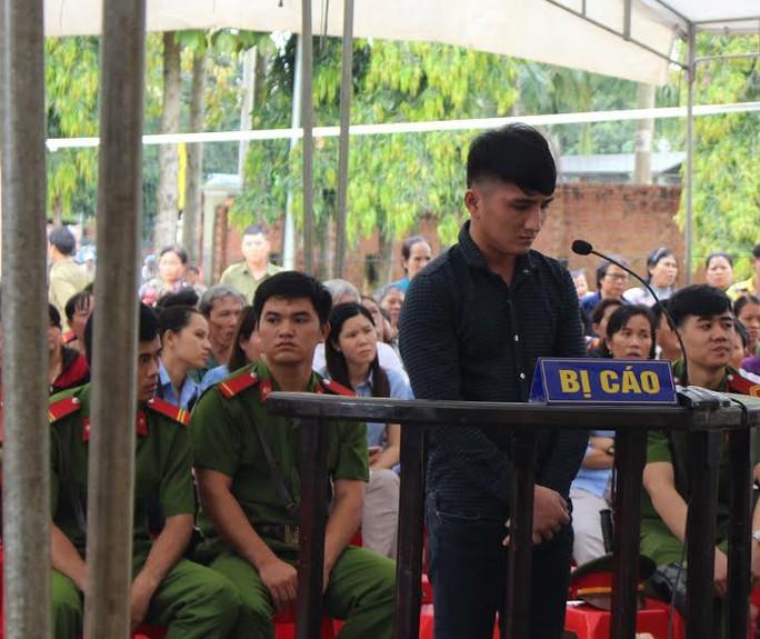 Bị cáo Nguyễn Đình Chung tại phiên tòa lưu động