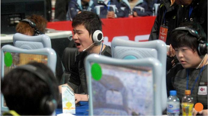 Tình trạng nghiện Internet ở giới trẻ Trung Quốc ngày càng nghiêm trọng. Ảnh: SCMP