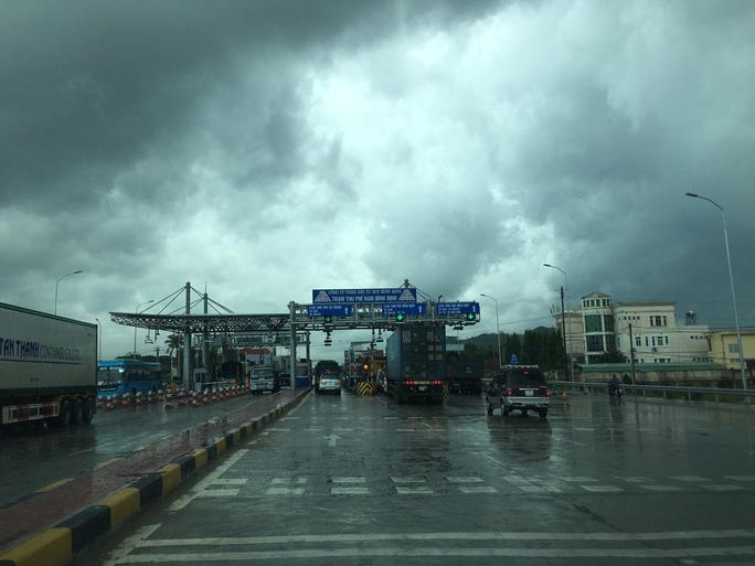 """Việc chặn xe của Nhựa đường Minh Đạt khiến Trạm thu phí Nam Bình Định bị """"thất thu"""" 11 triệu đồng"""