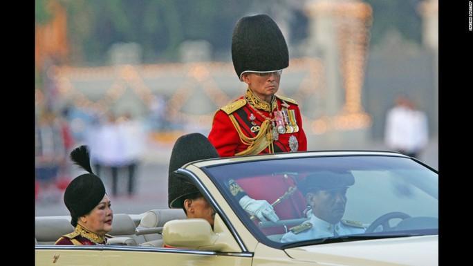 Quốc vương tại buổi lễ kỷ niệm sinh nhật của ông năm 2006. Ảnh: AP