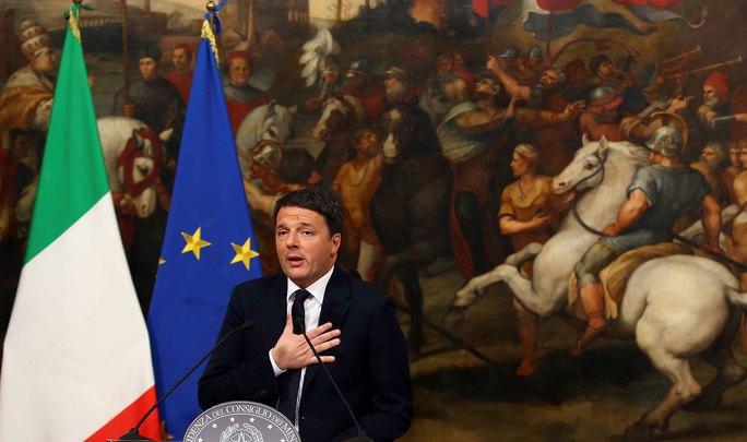 Thủ tướng Ý Matteo Renzi phát biểu sau cuộc trưng cầu dân ý hôm 5-12 Ảnh: Reuters